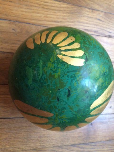 boule Printemps en laque coté grande pétale travaillée en feuilles d'or